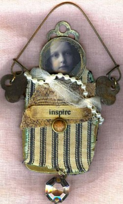 Assemblage doll : Inspire
