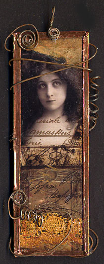 Collage pendant slide front
