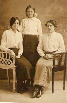 June Yarham Mallett sisters