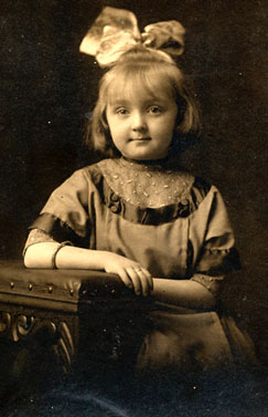 Vintage child, sent in by Peggy (Pegster)